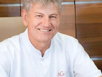 Dr Adam Gumkowski, właściciel AGklinik w Warszawie