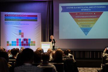 Dr Agnieszka Wrońska prezentuje wyniki badania podczas 10. Międzynarodowej Konferencji Bezpieczeństwo dzieci i młodzieży w internecie