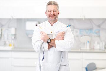 Dr Bartosz Pawlikowski