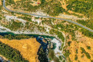 Droga nad rzeką Moraca