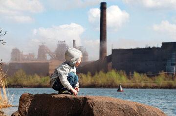 Dziecko, smog, zdj. ilustracyjne