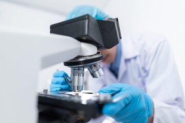 Ekspert w laboratorium