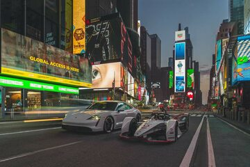 Elektryczne Porsche na Times Square