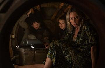 """Emily Blunt, Noah Jupe i Millicent Simmonds w filmie """"Ciche miejsce 2"""""""
