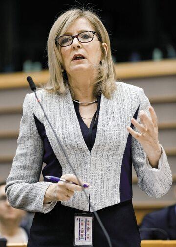 Emily O'Reilly, europejska rzeczniczka interesu publicznego, nie odpuszcza eurobiurokratom