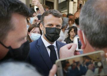 Emmanuel Macron podczas spotkania z wyborcami, zdj. ilustracyjne
