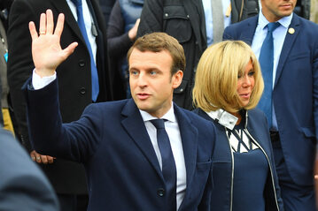 Emmanuel Macron w towarzystwie żony Brigitte Trogneauc