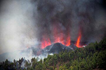 Erupcja wulkanu Cumbre Vieja na Wyspach Kanaryjskich