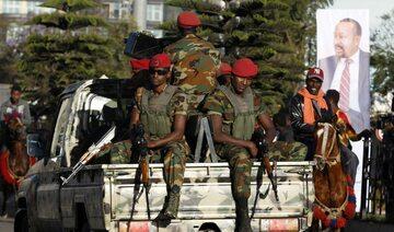 Etiopscy żołnierze na ulicach Addis Abeby. W tle plakat ze zdjęciem premiera Abiya Ahmeda Alego