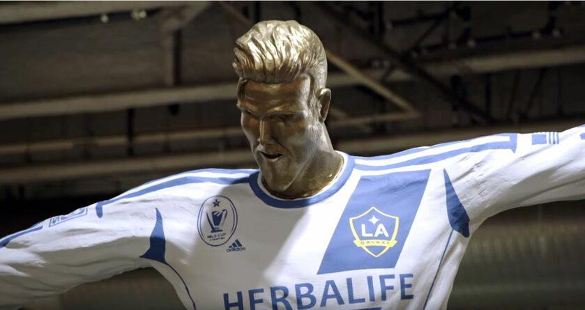 Fałszywy pomnik Davida Beckhama