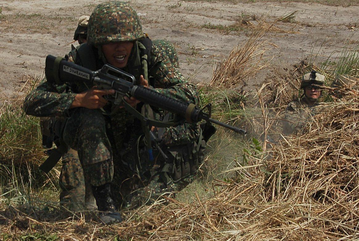 Filipiński marines podczas ćwiczeń z Amerykanami