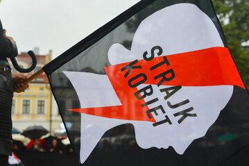 Flaga Ogólnopolskiego Strajku Kobiet