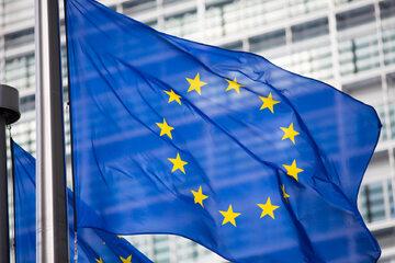 Flaga UE przed siedzibą KE