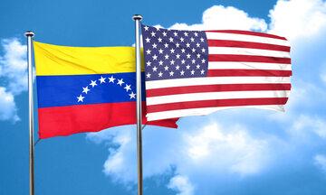 Flagi Wenezueli i USA