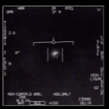 """Fragment nagrania obiektu nazwanego """"Tic Tac"""" UFO"""