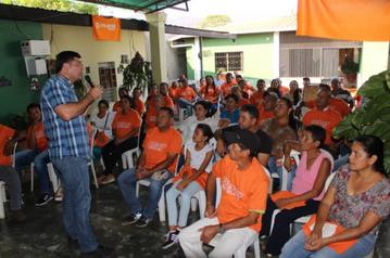 Freddy Superlano wśród wolontariuszy