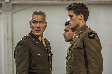 "Geroge Clooney w serialu ""Paragraf 22"""