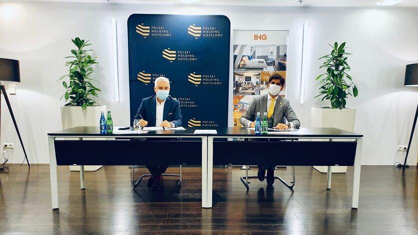 Gheorghe Marian Cristescu, prezes Grupy Kapitałowej Polskiego Holdingu Hotelowego i Miguel Martins, dyrektor ds. rozwoju w Europie Północnej, IHG