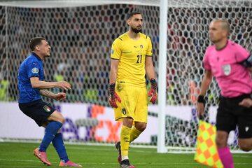 Gianluigi Donnarumma po ostatnim rzucie karnym w finale Euro 2020