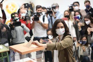 Głosowanie premier autonomicznego rządu w Madrycie Isabel Díaz Ayuso