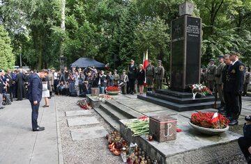"""Godzina """"W"""", Cmentarz Wojskowy na Powązkach, Pomnik Gloria Victis"""
