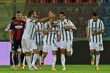 Gracze Juventusu Turyn w meczu z Crotone