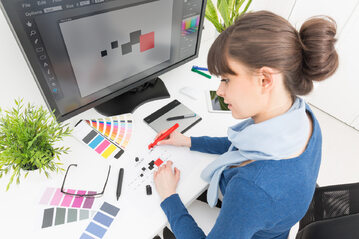 Grafik, praca, twórca (zdj. ilustracyjne)