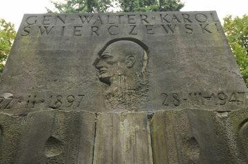 Grób Karola Świerczewskiego