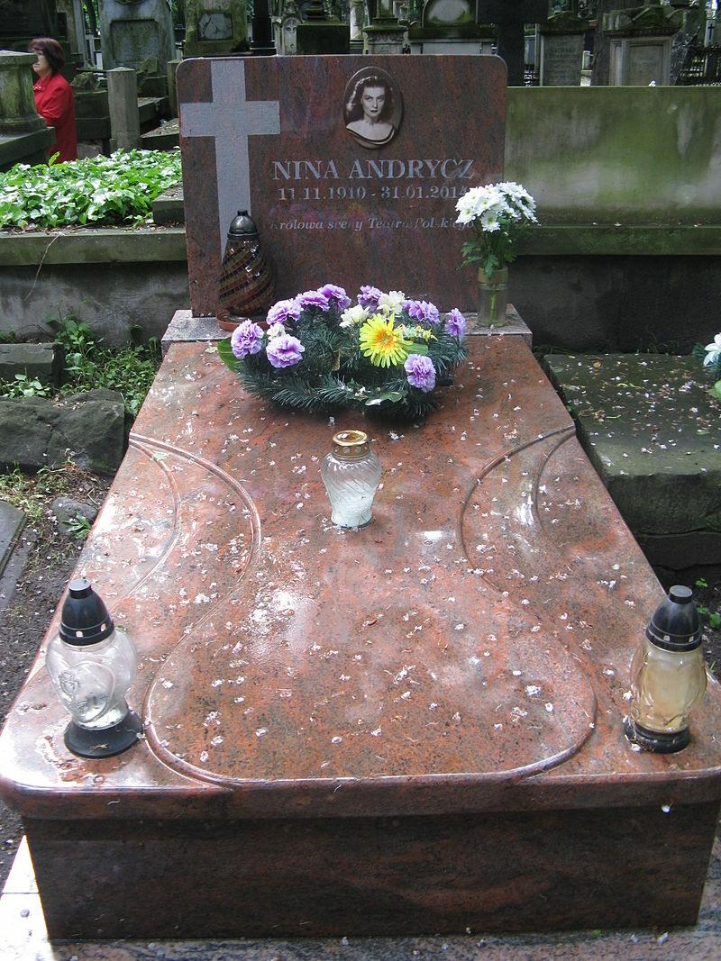 Grób Niny Andrycz