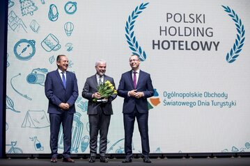 """Grupa Kapitałowa Polskiego Holdingu Hotelowego została uhonorowana odznaką """"Za zasługi dla Turystyki"""""""