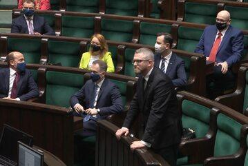 Grzegorz Braun bez maseczki na posiedzeniu Sejmu