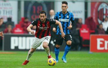 Hakan Calhanoglu zamieni AC Milan na Inter Mediolan