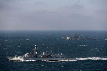 HMS Sutherland eskortowała rosyjski niszczyciel rakietowy Wiceadmirał Kułakow