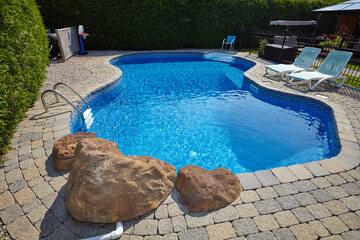 Hotelowy basen, zdjęcie ilustracyjne