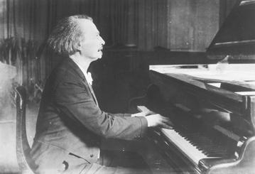 Ignacy Jan Paderewski przy fortepianie, 1925 rok