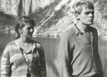 """Ilona Kuśmierska i Jerzy Janeczek w filmie """"Sami swoi"""" (1967)"""