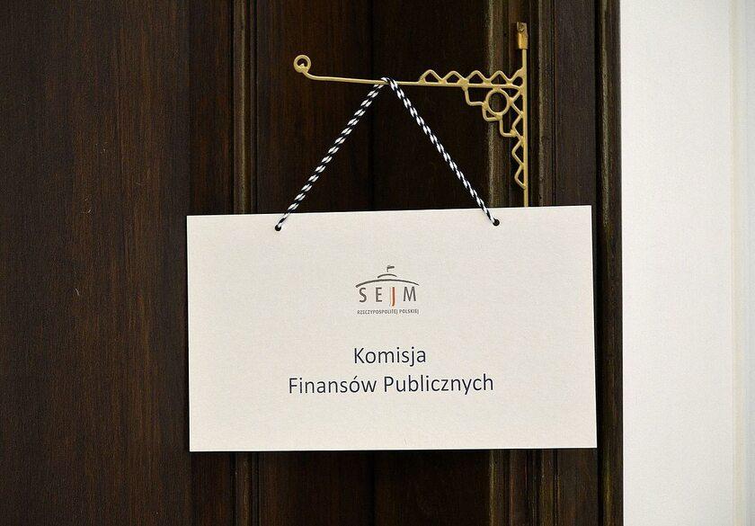 Informacja o trwającym posiedzeniu Komisji Finansów Publicznych