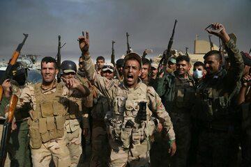 Iraccy żołnierze podczas walk w Mosulu
