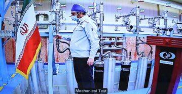 Irański inżynier testuje urządzenie w ośrodku atomowym Natanz (kadr z wideokonferencji przeprowadzonej 10 kwietnia, dzień przed izraelskim atakiem)