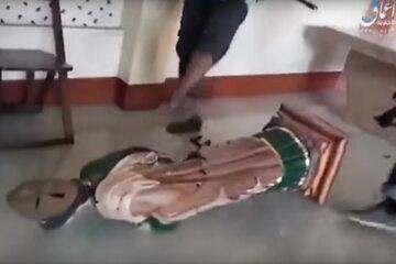 Islamiści zniszczyli wnętrze katedry