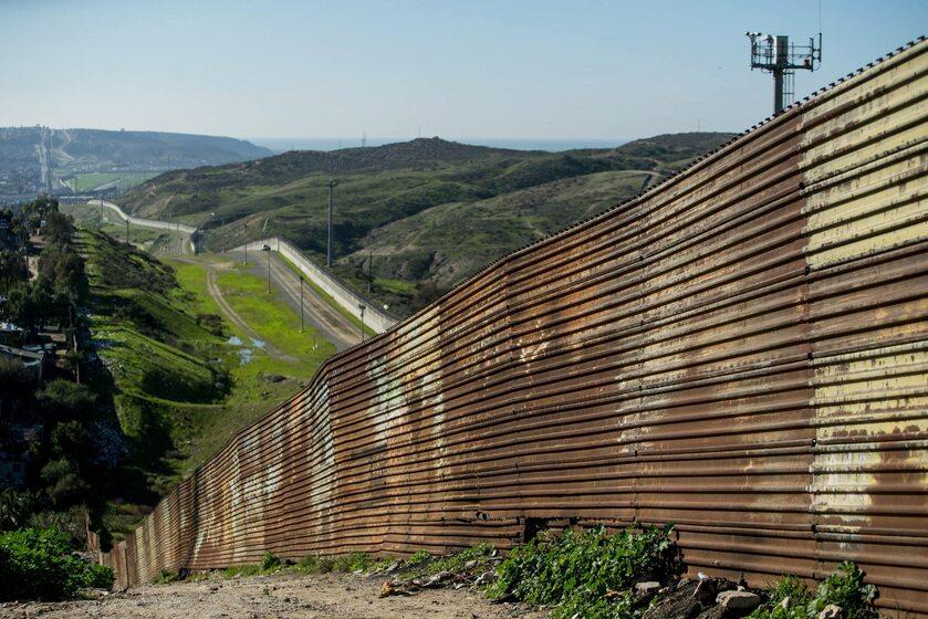 Istniejący obecnie mur pomiędzy USA i Meksykiem