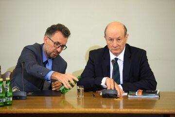 Jacek Rostowski ze swoim pełnomocnikiem na posiedzeniu komisji ds. Amber Gold