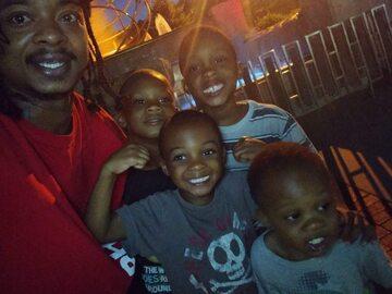 Jacob Blake ze swoimi czterema synami