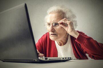 Jak namówić seniorów do korzystania z internetu