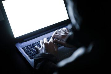 Jak się bronić przed oszustami w sieci