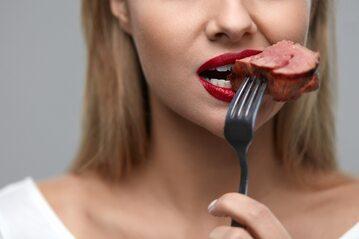 Jakich produktów w diecie powinny unikać kobiety cierpiące na tę chorobę?, zdjęcie ilustracyjne
