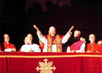 Jan Paweł II tuż po wyborze na papieża