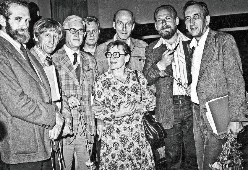 Jan Strzelecki (trzeci od lewej) jako doradca podczas strajku w Stoczni Gdańskiej