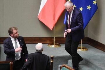 Jarosław Gowin w Sejmie, niżej Łukasz Szumowski i Jarosław Kaczyński