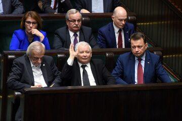 Jarosław Kaczyński wśród polityków PiS w Sejmie